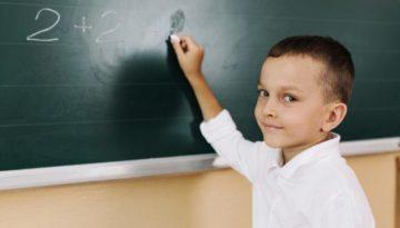 aluno-autoconfiante-sala-de-aula
