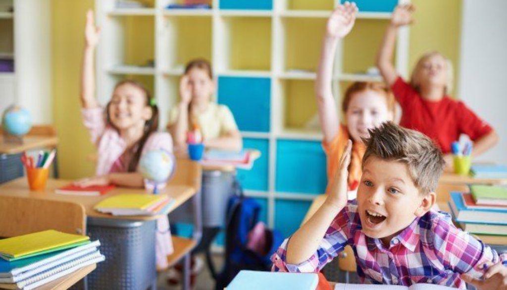 alunos-falando-na-escola