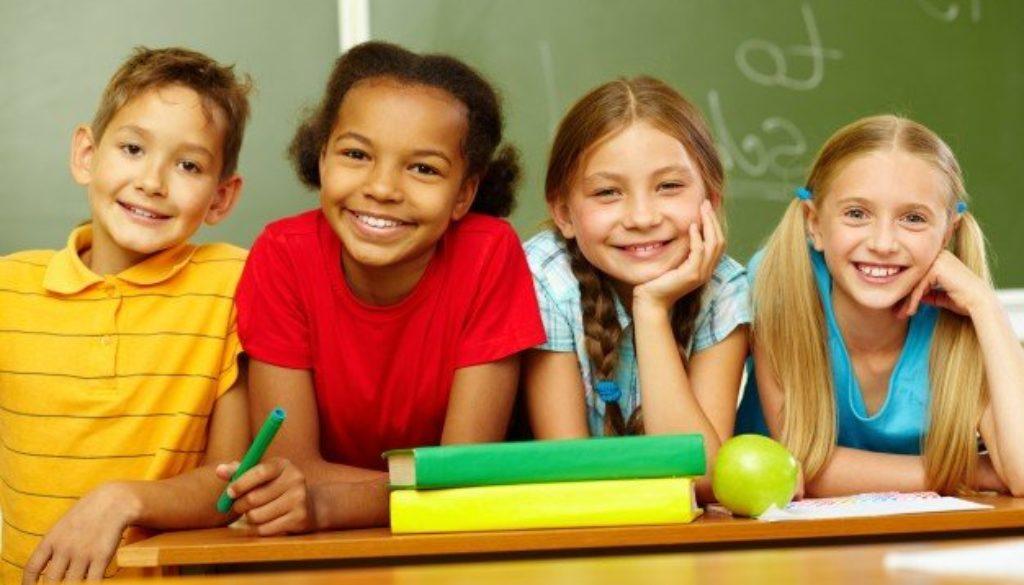 crianças-sorrindo-volta-as-aulas