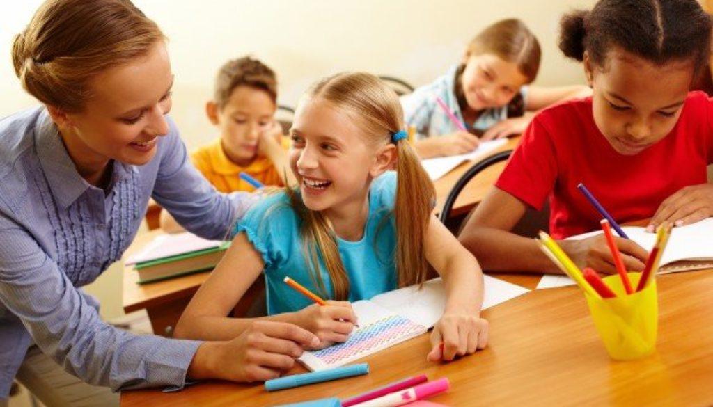 Dia da escola e alunos em sala