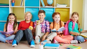 Alunos na páscoa em sala de aula