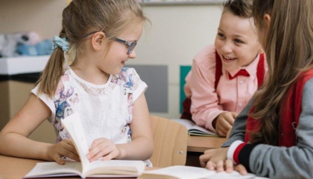 Ler em voz alta aprimora habilidade de leitura