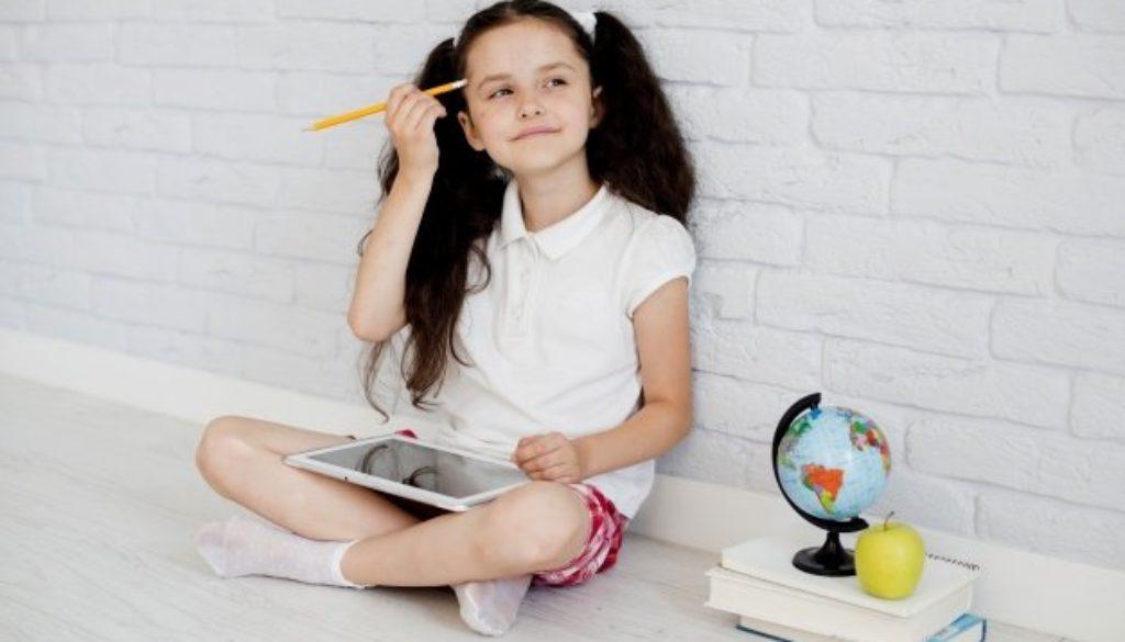 Na sala de aula, pensamento crítico dos alunos é desenvolvido.