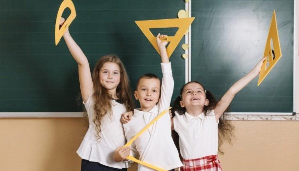 Alunos demonstram ansiedade infantil durante aula.