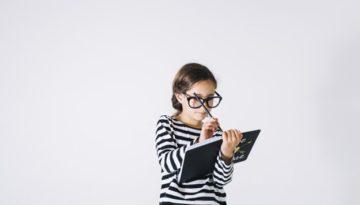 Alunos com dificuldades de aprendizagem realizam tarefas sozinhos.