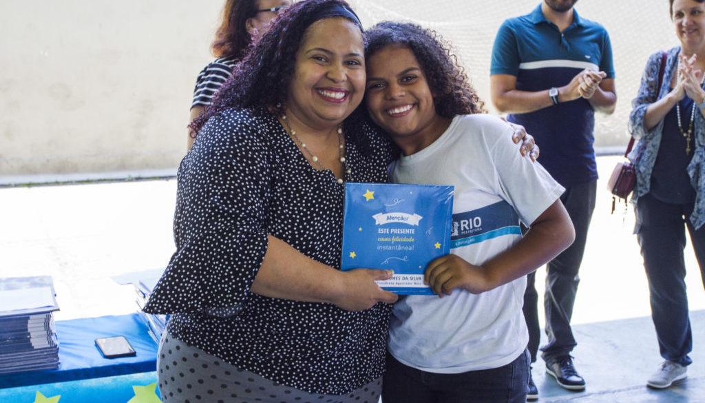 Evento de autógrafos no CIEP Agostinho Neto