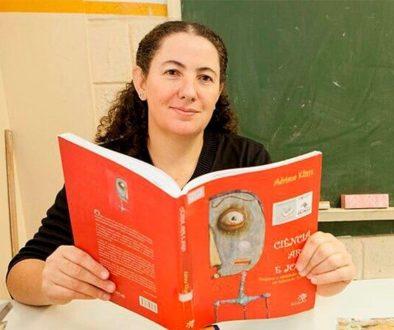 Mara Mansani assina guias da Estante Mágica para orientar produção de livros feitos por alunos.