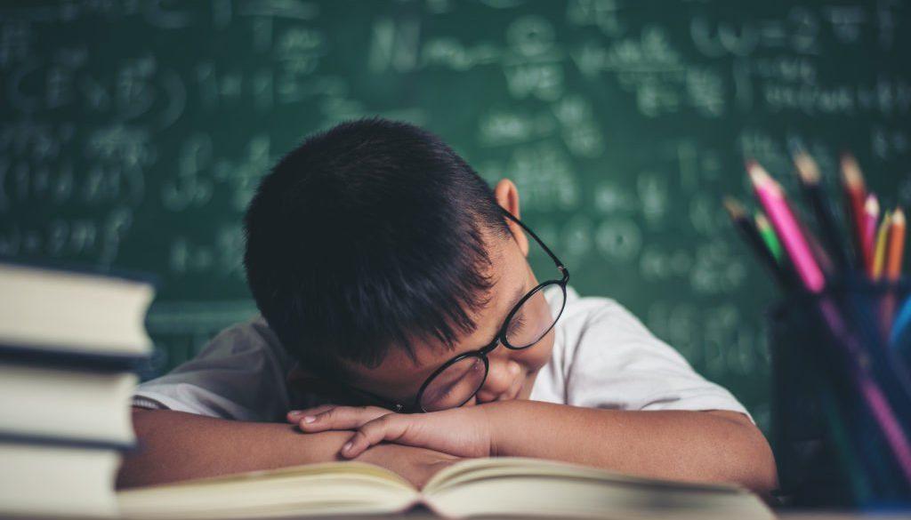 Aluno desmotivado com a formação de leitores na escola.