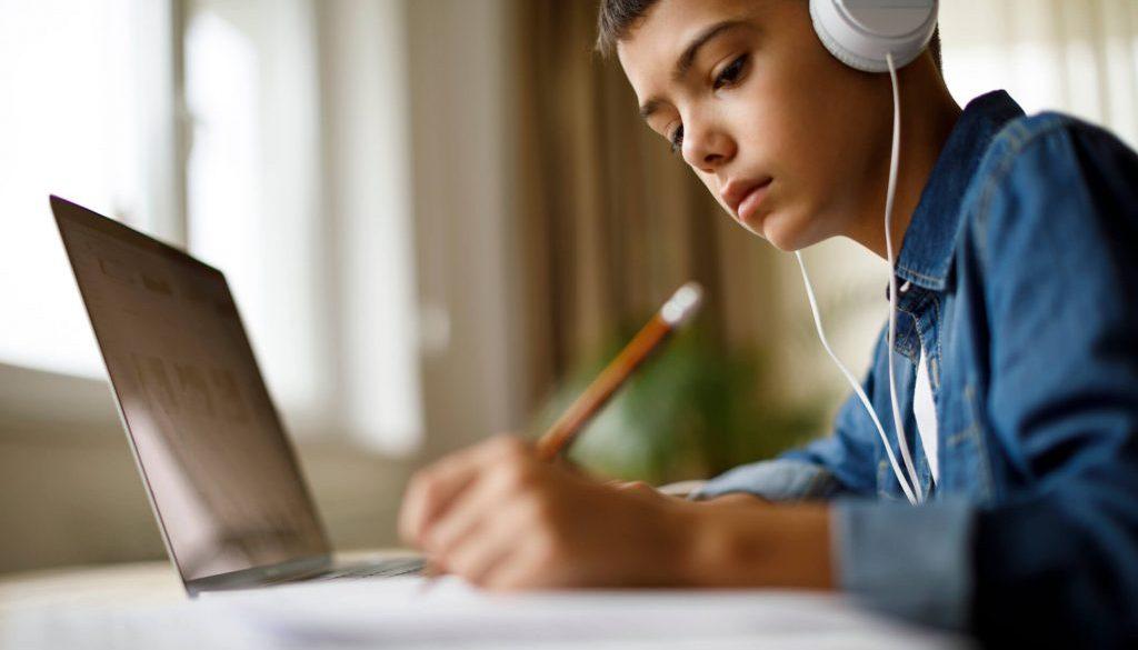 305662-ensino-hibrido-o-que-e-e-como-pode-ser-usado-na-escola
