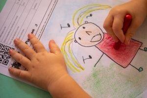 Engaje seus alunos no ensino remoto e ajude-os a escrever e ilustrar seus próprios livros.